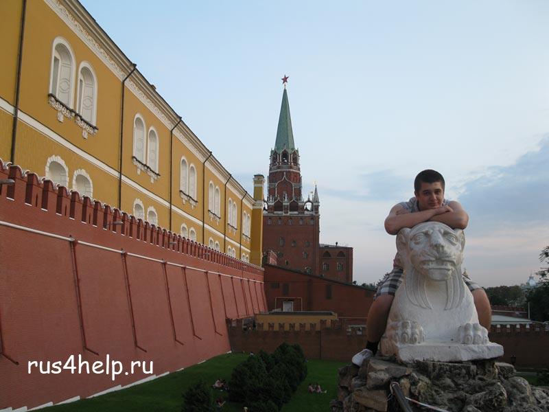 Решил на льве полежать))